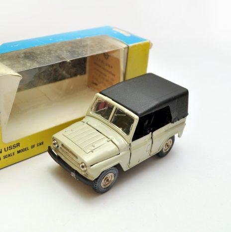УАЗ 469 а34. Цвет слоновой кости. 2ой. Состояние получше. Коробка.