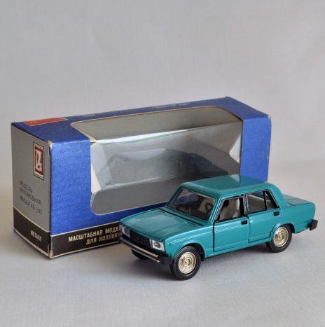 ВАЗ 2105 зеленовато-синий ранний в родной коробке