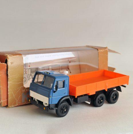 Камаз 5320 сине-оранжевый бортовой до 90 года