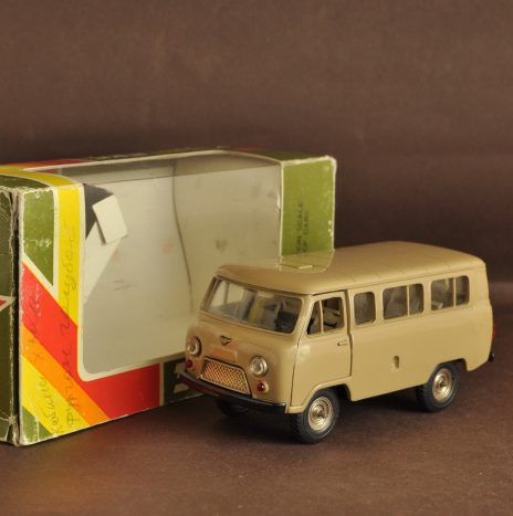 УАЗ 452В а41 песочный Коробка ЯНВ 1990